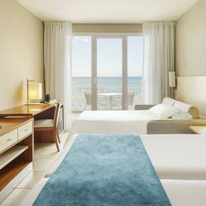 Triple room with sea views Hotel ILUNION Fuengirola Fuengirola