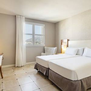Disabled accessible room Hotel ILUNION Fuengirola Fuengirola